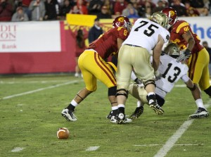Tommy Rees fumbles. Image by Neon Tommy / Flickr