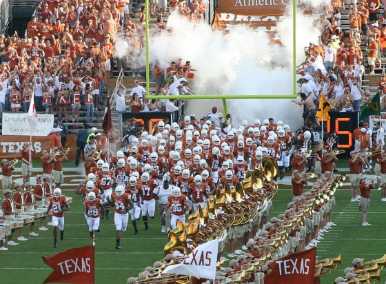 800px-2007_Texas_Longhorns_football_team_entry3